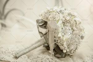 【捧花之最】閃耀眾人雙眼,奢華璀璨皇室婚禮的必備配件 – 水晶捧花